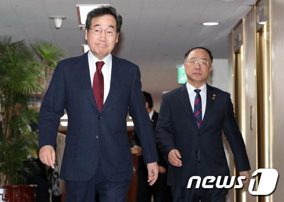 국무회의 참석하는 이낙연·홍남기