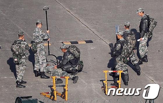 중국군 \'홍콩 이공대 앞 부대서 시위 진압훈련\'