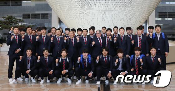 한국 야구대표팀 \'일본, 우승하러 가자\'