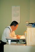구자경 회장 '버섯농장 한 켠에 마련된 작은 사무실에서'
