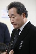 이낙연 총리, '소방헬기 추락사고' 빈소 조문