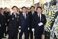 순직 소방대원 조문하는 이철우 경북지사·권영진 대구시장