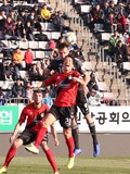김효기-수신야르 치열한 '헤딩 경합'