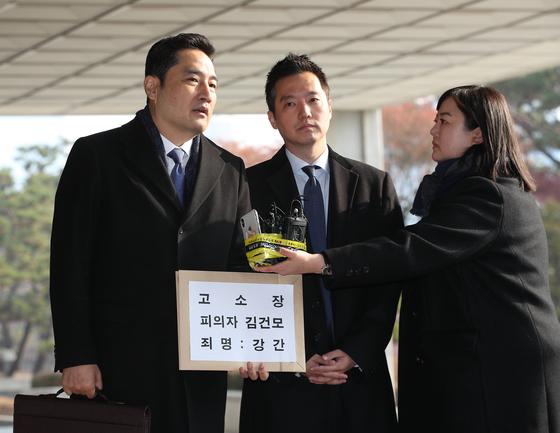 'A씨 대리 고소' 강용석