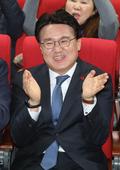 박수치는 황운하 대전지방경찰청장