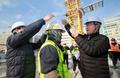 이재갑 고용장관, 건설현장 근로자에 마스크 전달