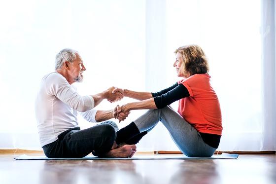 척추 관절 건강, 바른 자세와 스트레칭 습관화 중요