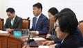 패스트트랙 관련 발언하는 김관영 원내대표