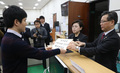 자유한국당, 정경두 장관 해임결의안 제출