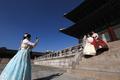 '파란하늘과 경복궁, 한국 너무 멋져요'