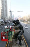 봄맞이 올림픽 조형물 세척 나선 송파구