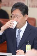 물 마시는 박양우 후보자