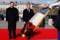 [사진] 마크롱과 의장대 사열하는 시진핑 주석