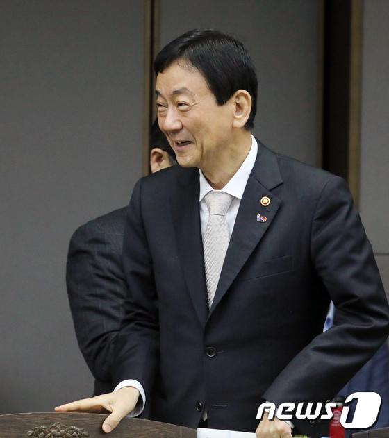국정현안점검조정회의 참석하는 진영 행안부 장관