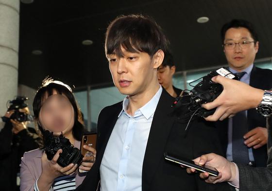 """박유천, 드러나는 마약 혐의 """"필로폰 1.5g 구매 황하나와 투약 혐의"""""""