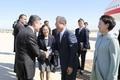 환송나온 투르크메니스탄 대통령과 인사하는 문 대통령
