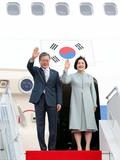우즈베키스탄 도착한 문재인 대통령·김정숙 여사