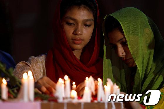 \'부활절 악몽\' 스리랑카 교회·호텔 6곳서 폭발테러…수백명 사망