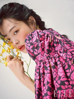 [N화보] 설리, 자유분방 매력...봄날의 러블리 미모