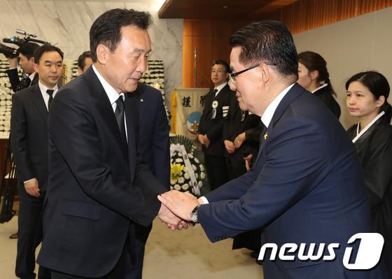 인사하는 손학규·박지원