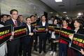'패스트트랙 지정 막자' 피켓시위하는 한국당 의원들