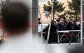 김정은 위원장 바라보는 북한 유학생들