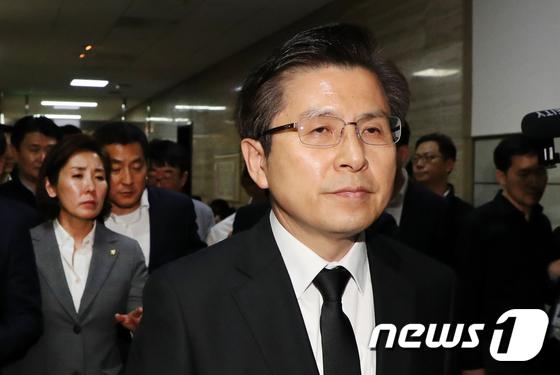 """황교안 """"한국당, 자유민주주의 수호 위해 불법과 싸워"""""""