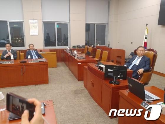 """국회 사법개혁특위 민주당 단독 개의…한국당 """"원천무효"""""""