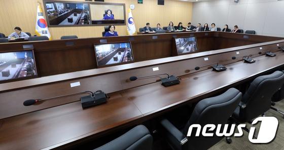 사회관계장관회의 열린 세종청사 '부총리만 참석'