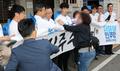 '민주주의의 길' 출정식 항의받는 이해찬 대표