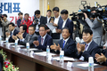 박수치는 인천 중소기업 대표자들