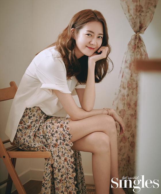 [N화보] 이요원, 따스한 햇살 닮은 비주얼…내추럴 미소