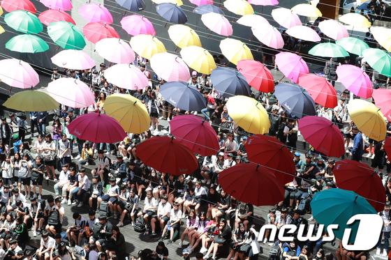 \'누군가의 우산이 되어 줄게\'