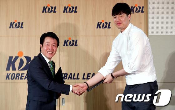 김종규 '이제 DB로'