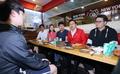 청년들과의 치맥 미팅 참석한 황교안 자유한국당 대표