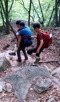 하산중 다리 부상 70대 남성 구조하는 도봉산119산악구조대