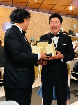 "[N칸현장] 송강호 ""'기생충' 황금종려상, 韓 영화 팬들의 격려와 성원..."