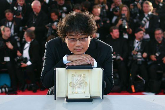 봉준호 '기생충', 100년 韓영화史 새로썼다…첫 황금종려상