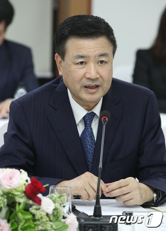 환담나누는 왕샤오홍 中 공안부 상무부부장