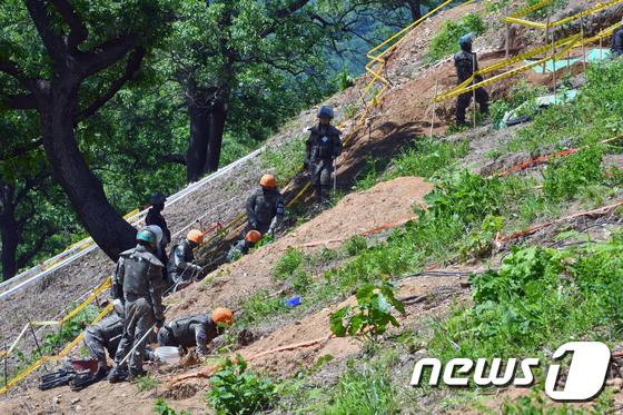 '6·25 전사자 유해발굴을 위한 지뢰제거·기초발굴 작업'