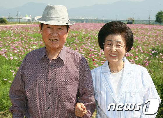 코스모스 축제 방문한 김대중 전 대통령 내외