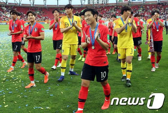 한국 축구 미래는 맑음