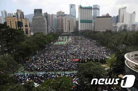 \'범죄인 인도법 개정 반대\' 홍콩 우산 시위대 운집