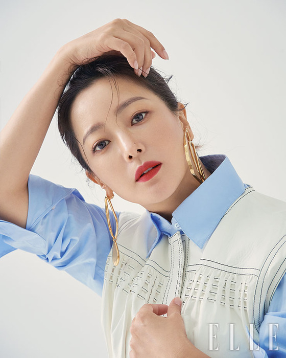 [N화보] 우아+카리스마…김희선, 여전한 아름다움