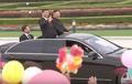 환호하는 평양시민에게 인사하는 시진핑 주석