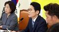의원총회 모두발언하는 윤소하 원내대표
