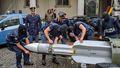 [사진] 극우세력 보유 미사일 압수하는 이탈리아 경찰
