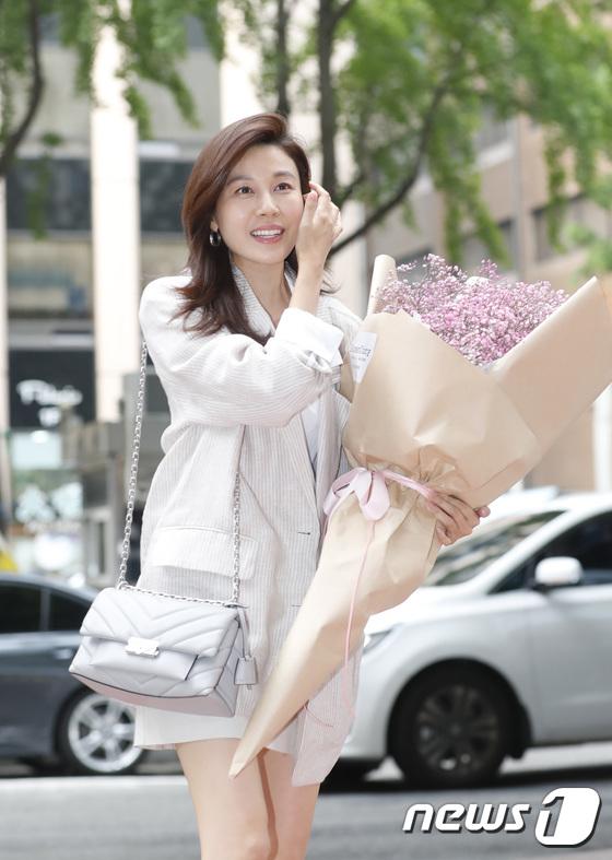 김하늘, 여의도 등장한 멜로 여신