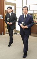 조문하는 자유한국당 장제원-김성태 의원