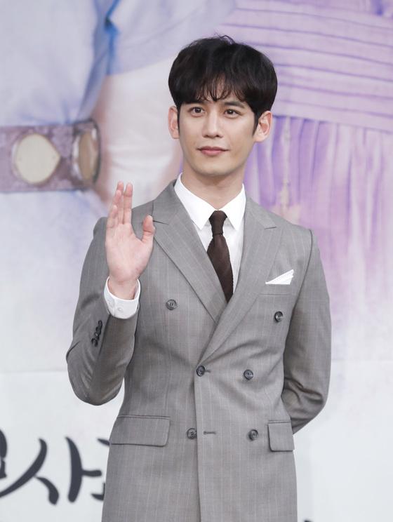 """[공식입장] 박기웅 측 """"'구해령' 제작PD와 열애 아냐…친구 사이"""""""